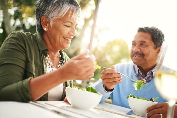 Older couple enjoying a healthy dinner