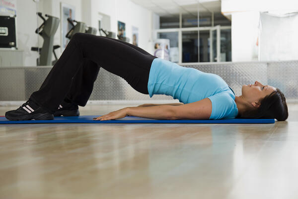 Lifting hips on yoga mat